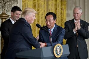 川普又炫耀鴻海投資案 「這將是全美最大工廠!」