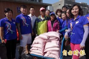 發願捐米累計逾萬斤 都是鹿港「白米伯」親手種的