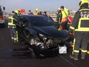 酒駕昏睡路口   驚醒橫衝自撞車毀人傷