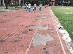跑道破損令人「毛骨悚然」   阿蓮國中:已申請補助