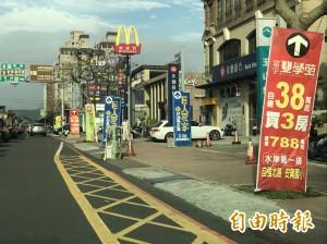 竹北幹道仍見廣告看板 竹縣施鐵腕遭批喊假的