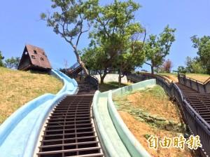 青青草原設大型溜滑梯 議員質疑竹市府帶頭違法