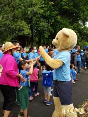 泰迪熊吸人氣 逾2000跑友路跑做公益