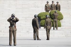 北韓軍人板門店叛逃遭槍擊 南韓緊急收治