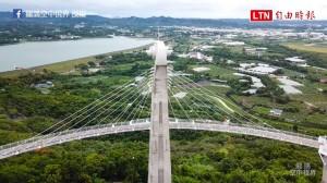 空拍高雄新地標!天空廊道「崗山之眼」 可遠眺台灣海峽喔