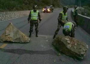 西藏連40起餘震!橋梁、道路坍方堵塞 3名傷者獲救