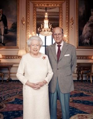 伊莉莎白女王喜迎結婚70週年 夫妻甜蜜合照