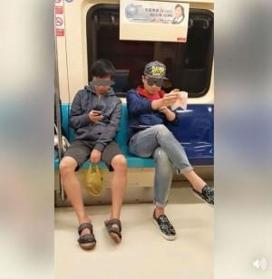 北捷車內邊啃食物邊滑手機 網友怒批白目男