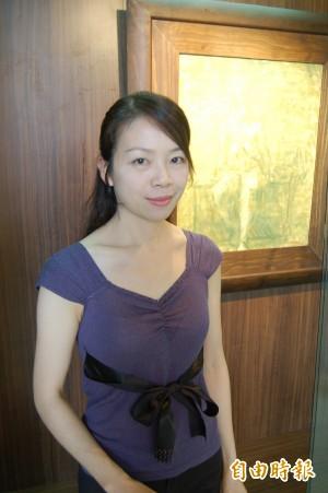 台東女中美術老師康毓庭獲藝術教育貢獻獎