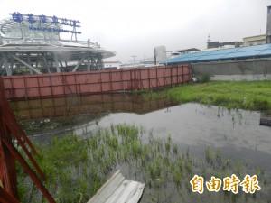 連續降雨2星期 基隆火車站及週邊「積水成河」惹民怨