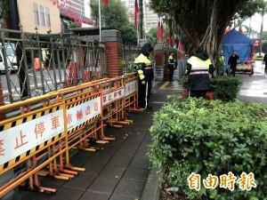 勞團、工會陳抗勞基法修法 立法院外警察圍城