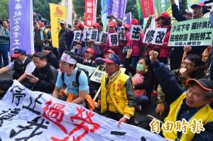 抗議修惡勞基法 勞團稱「全台勞工不可能原諒」