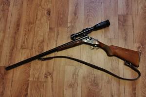 熊熊手上有槍? 獵人散彈槍與步槍都被牠偷走
