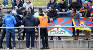 藏旗事件槓德媒 人民日報嗆:體育賽場容不得政治挑釁