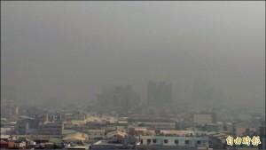 中南部18測站飆紅害   彭啟明:苗栗以南被霧霾覆蓋