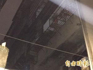 土城縱火案 跳3樓逃生 民眾鋪棉被充當救命墊