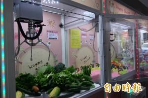 娃娃機變美食街?有青菜、水果還有關東煮!