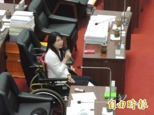 坐著輪椅也要總質詢!高市議員林瑩蓉為輪椅族發聲