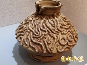 麥承山陶藝展   1甕有100條百步蛇