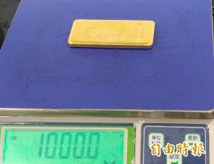 桃機查獲日籍旅客夾帶1公斤黃金條塊出境 可補交60萬元後領回
