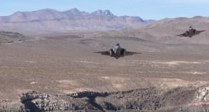 好幸運!他錄下F35面對面展現攻勢桶滾飛行