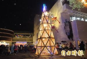 「滿竹的祝福」 新營8米高竹編耶誕樹點燈