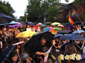 去年今天25萬人凱道挺同婚 同婚團體促立修民法