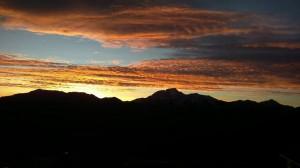 美不勝收! 合歡山今晨現火燒雲美景