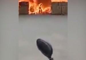 只為拿回手機衝火場 強國工人燒成「火人」