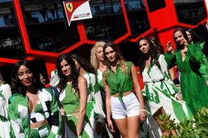 F1擬撤銷舉牌賽車女郎傳統 60%車迷認應保留