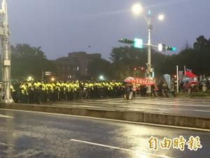 反年改團體揚言癱瘓交通 警方一字排開嚴陣以待