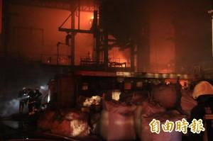 苗栗玻璃工廠大火 1200度液態玻璃如火山爆發岩漿