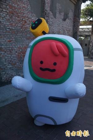 高雄輕軌吉祥物現身 民眾大笑:是西瓜吧?
