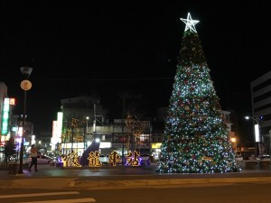 後龍鎮公所迎耶誕 架7公尺高璀璨耶誕樹