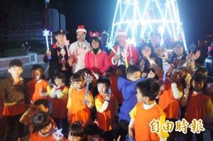 點亮幸福菊島 7米高耶誕樹「放閃」
