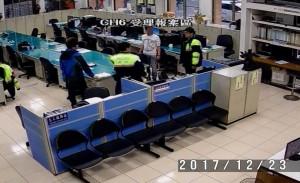 為了一個大亨堡 他和店員爆衝突鬧上警所