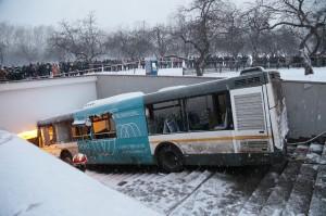 耶誕不平安!莫斯科公車衝入地下道5死15傷