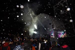 清境跨年晚會 12度低溫「飄雪」 觀眾超興奮