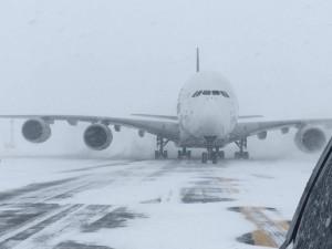 暴風雪橫掃美東 13州發布警告、1萬2000航班取消