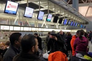 美東被大雪冰封 甘迺迪機場淹水 旅客幾乎暴動