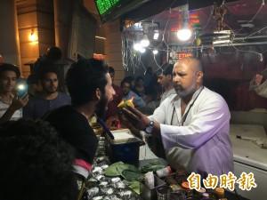 視覺震撼!印度直擊超狂街頭小吃-火燒檳榔