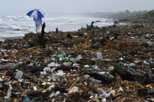 英國擬推動25年減塑計畫 全面停用塑膠袋、寶特瓶