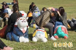 狗來旺! 斗六市近百隻造型狗公仔旺旺迎新春