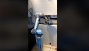 好酷!機器人進軍台灣手搖杯市場 產製過程全包辦