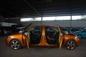 印尼技師打造「雙頭車」 開上路炫耀結果GG了