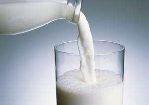 丹麥研究:飲用全脂牛奶 降低罹患心臟病、中風機率