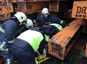 工人從4米高鋼材堆跌落 傷重不治