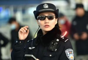 全球最大監視國上線! 中國公安啟用科技墨鏡逮人