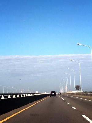除夕好天氣  白雲與天邊切齊 「一線天」美景讓人驚豔!