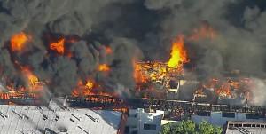洛杉磯住宅區煉獄大火 300人無家可歸